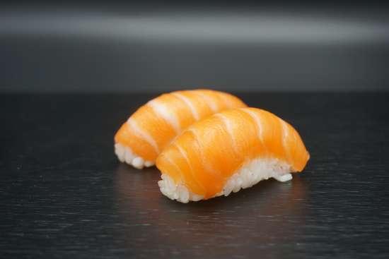deux sushis saumon